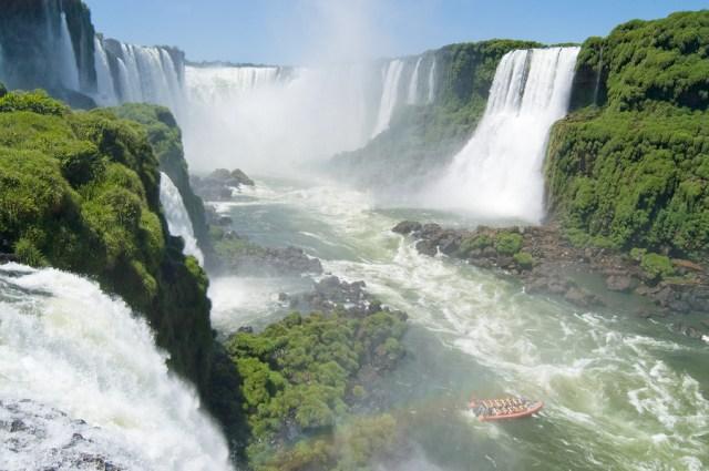 https://i2.wp.com/photos.pouryourheart.com/wp-content/uploads/2018/12/Iguazu-Falls-Boat3.jpg?w=640