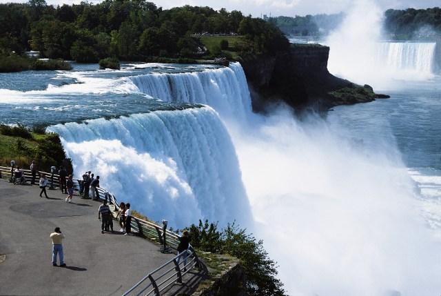 https://i2.wp.com/photos.pouryourheart.com/wp-content/uploads/2018/12/Niagara-Falls1.jpg?w=640