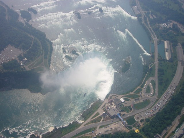https://i2.wp.com/photos.pouryourheart.com/wp-content/uploads/2018/12/Niagara-Falls10.jpg?w=640