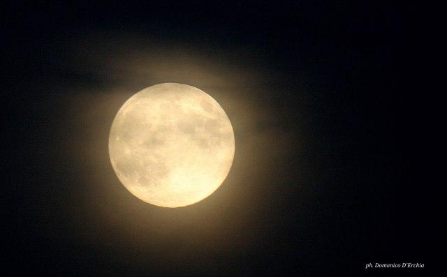 https://i2.wp.com/photos.pouryourheart.com/wp-content/uploads/2018/12/moon_harvest_9-30-2012_Domenico_D_Erchia_Italy.jpeg?w=640