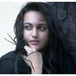 Sonakshi Sinha Jewelry Pictures