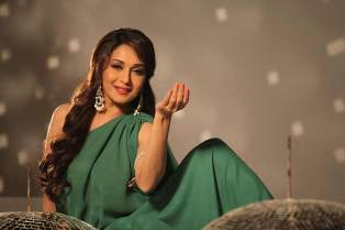Madhuri Dixit cute h wallpapers