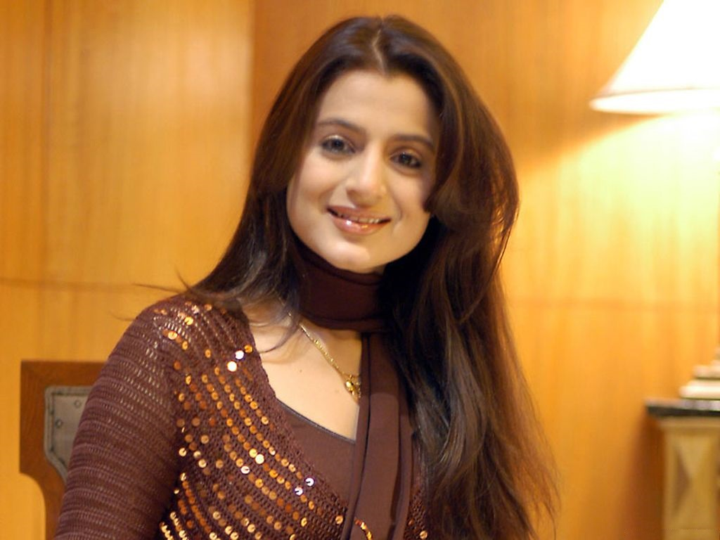 Bollywood Celebrity Ameesha Patel Gorgeous Wallpapers