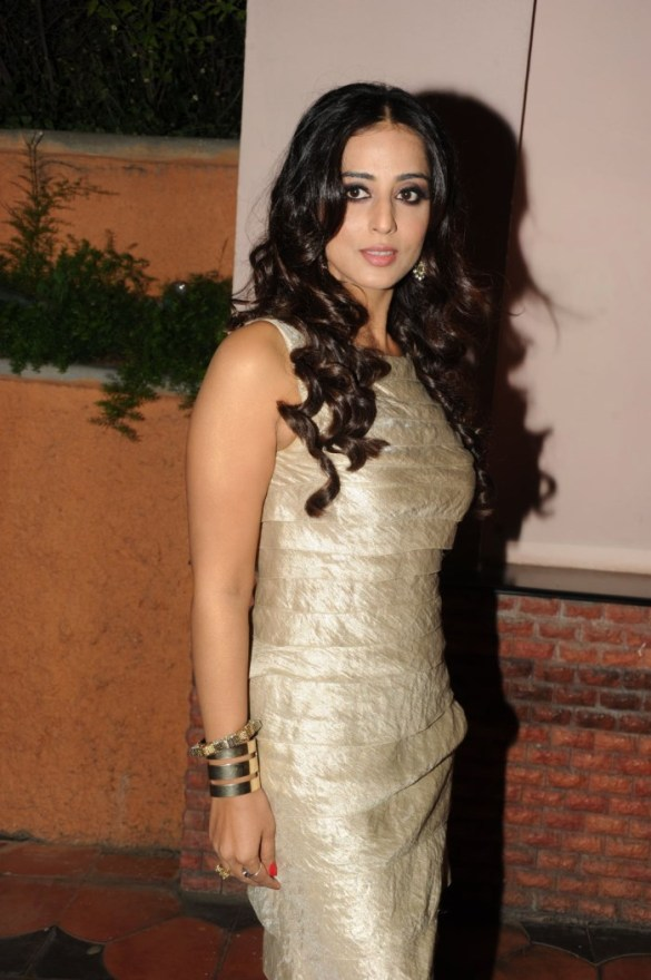 Mahie Gill Facebook Profile Picture