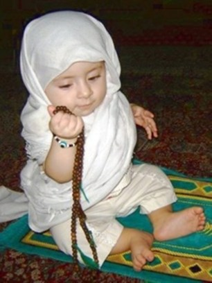www wallpaper of muslim child on praying