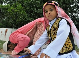 Cute Muslim Kids Praying Pics download