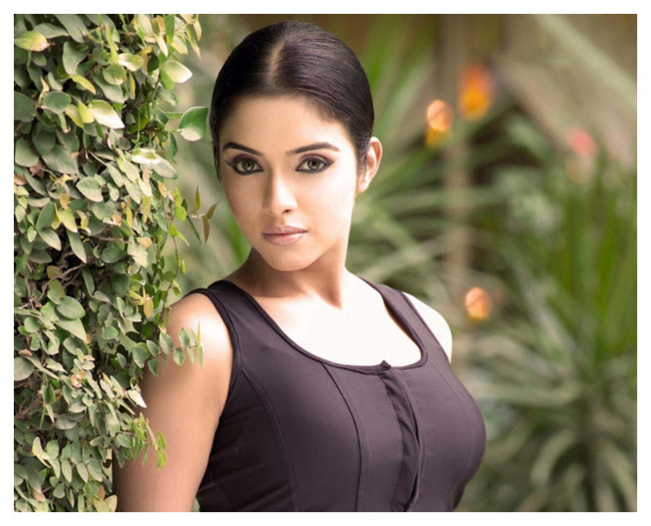 Asin Best Wallpapers in Yellow dress