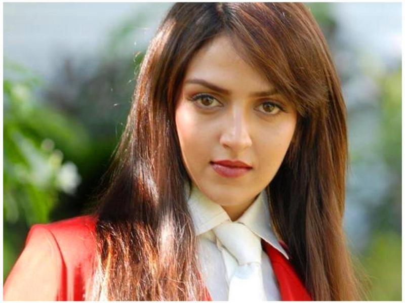 Hair style of Esha Deol Pictures and Photos