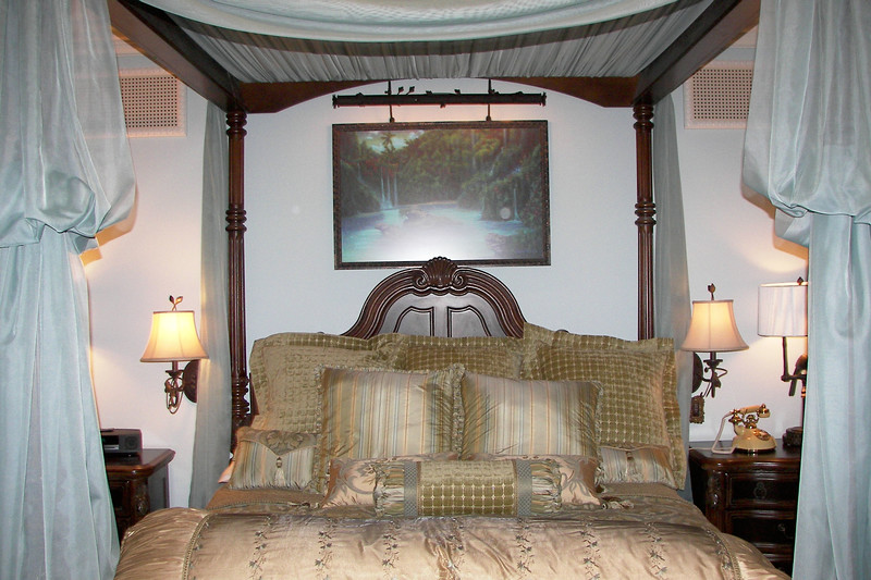 disneyland dream suite 3 master bedroom 1 (3)