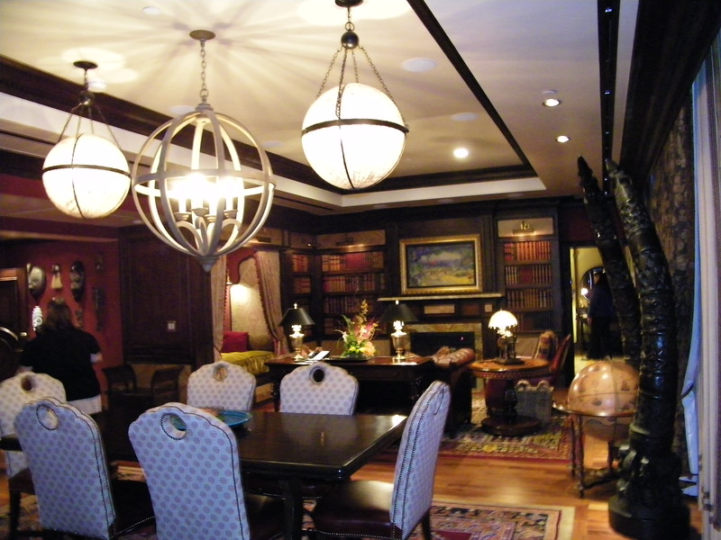 20110602_big_thunder_suite_disneyland_hotel_3_dining room (1)