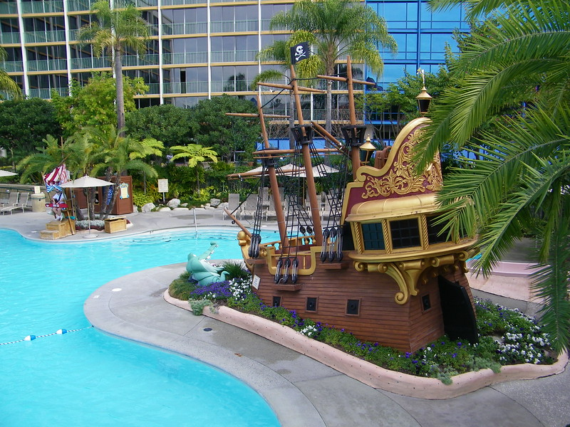 20110602 disneyland hotel neverland pool (1)