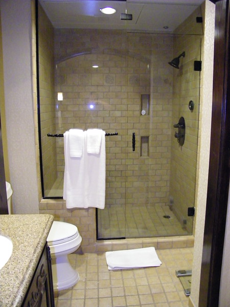 20110602 disneyland hotel pirates of the caribbean suite 3 bathroom 1 (8)
