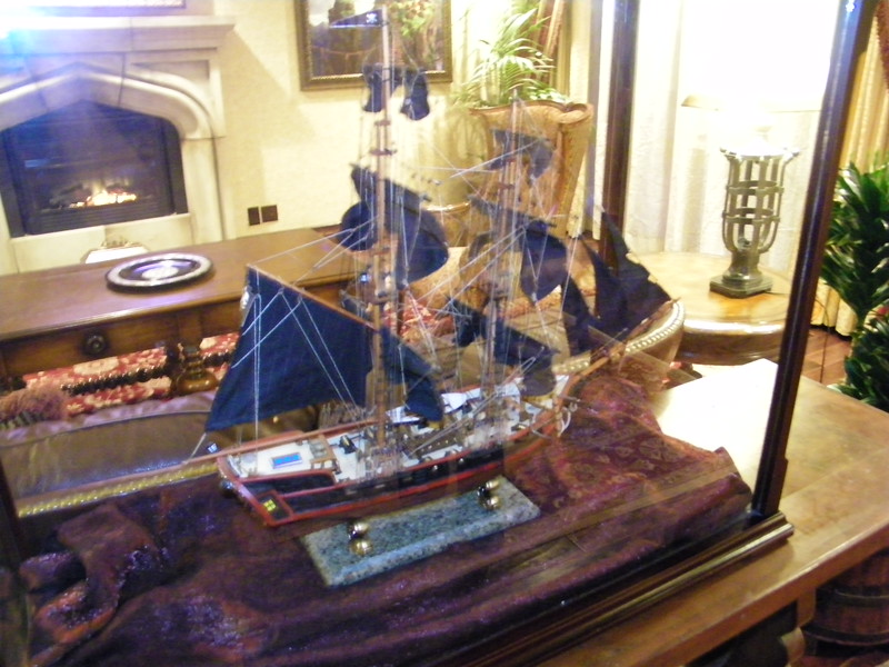 20110602 disneyland hotel pirates of the caribbean suite 1 living room (2)