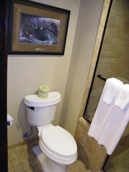 20110602 disneyland hotel pirates of the caribbean suite 3 bathroom 1 (11)