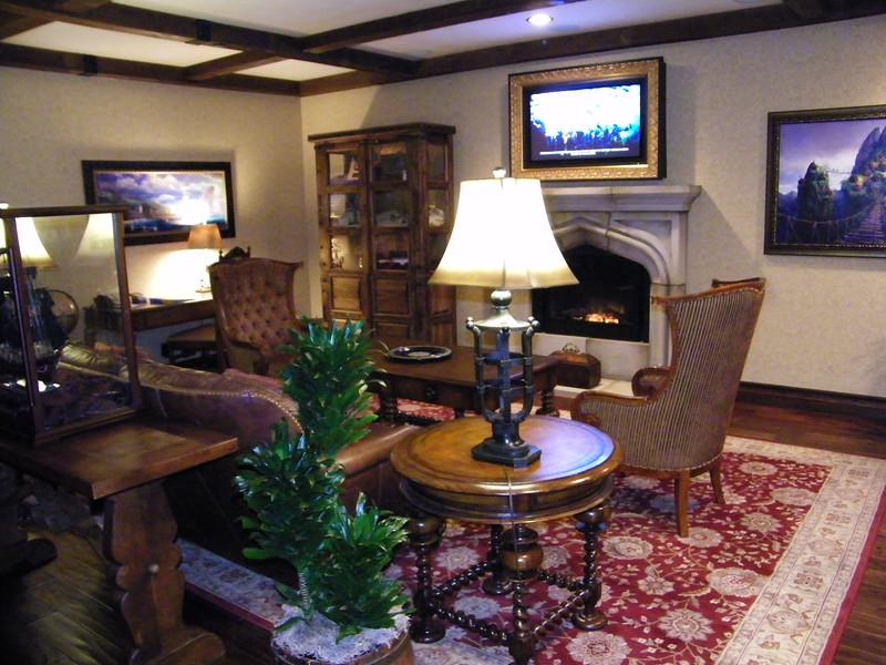 20110602 disneyland hotel pirates of the caribbean suite 1 living room (3)