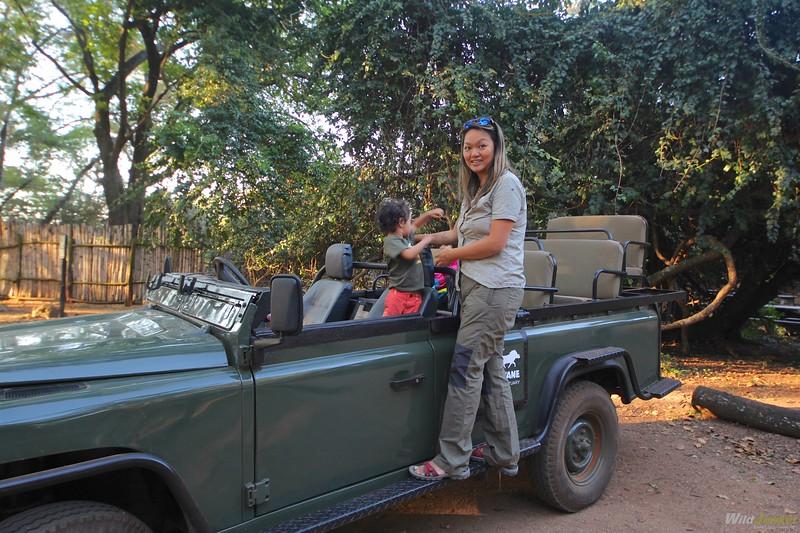 非洲和我的狩猎男孩——打猎的泳装