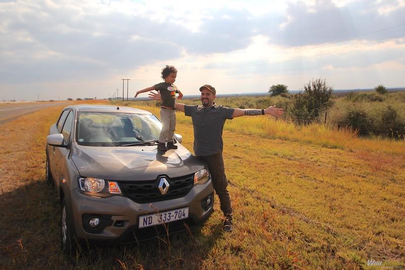 非洲男孩和狩猎运动