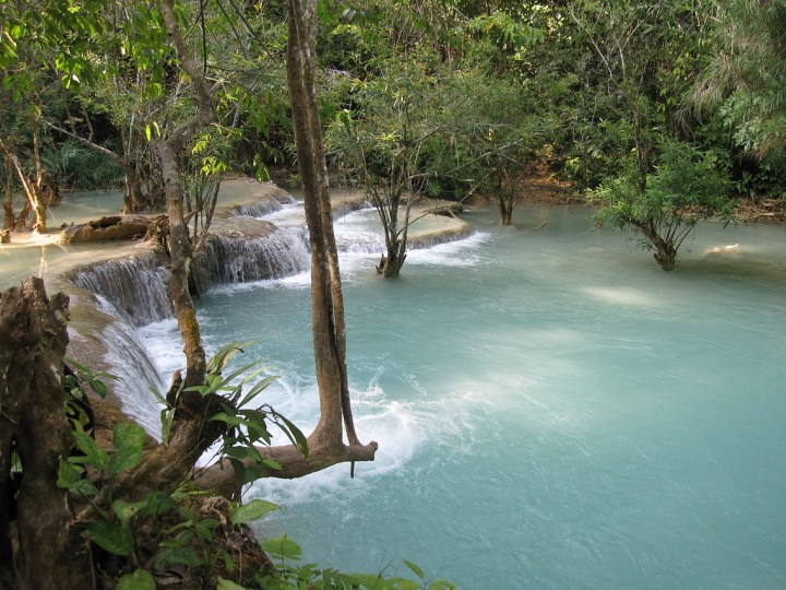 review of kuang si waterfalls