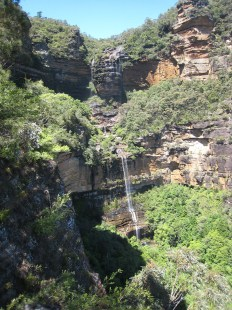 how to visit the waterfalls in the Blue Mountains from Katoomba