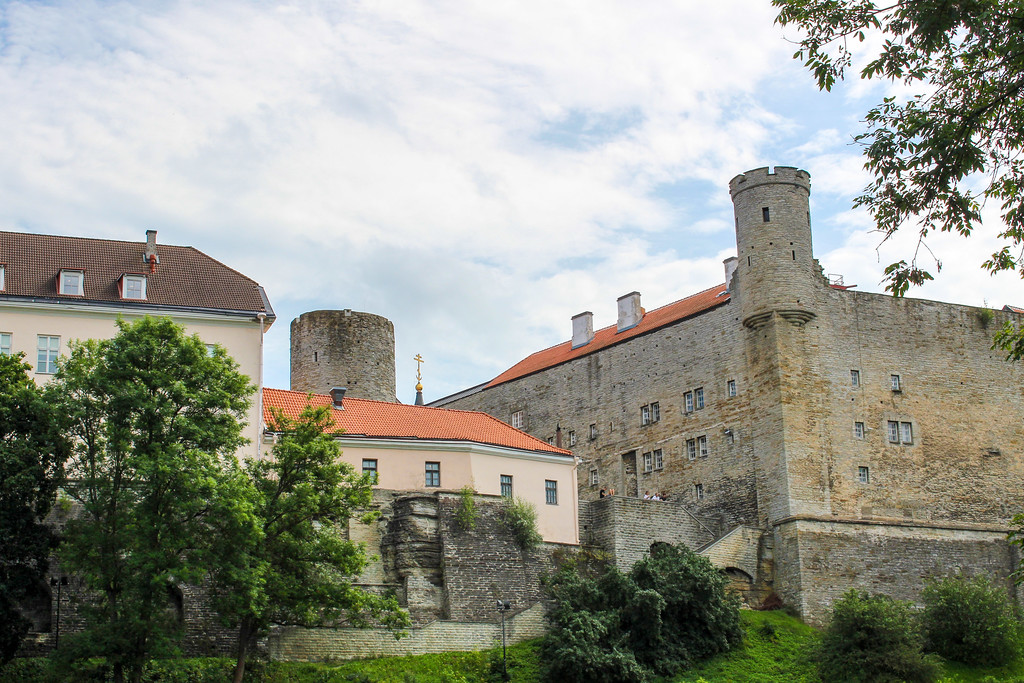 travelling the baltics to see tallinn's old town