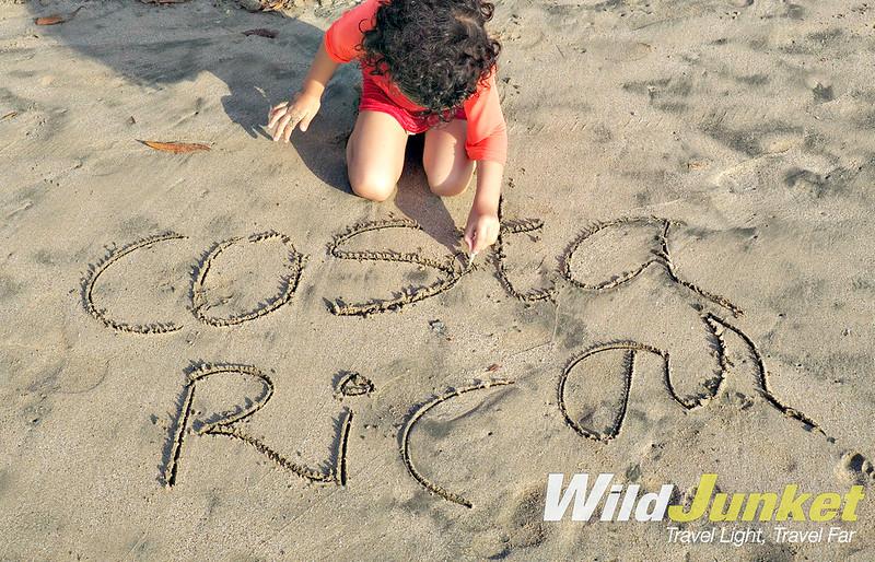 和尼克的孩子在一起——在沙滩上