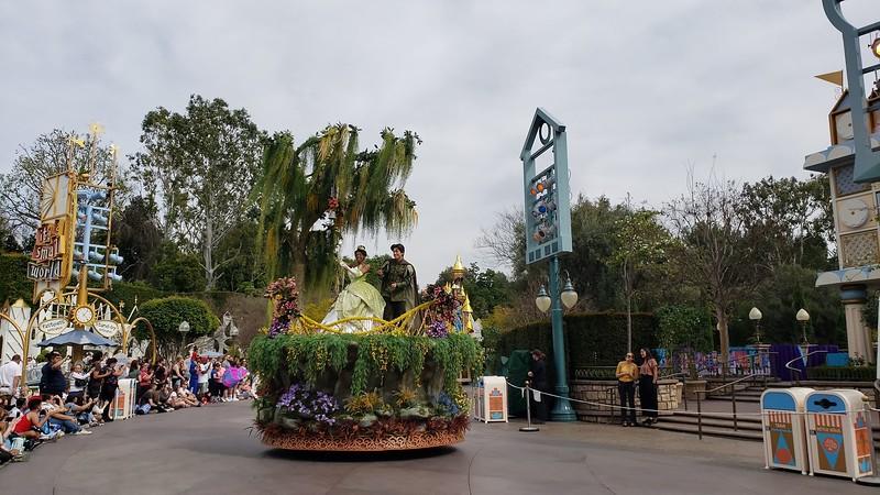 magic happens parade disneyland soft open (24)