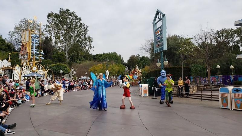 magic happens parade disneyland soft open (27)
