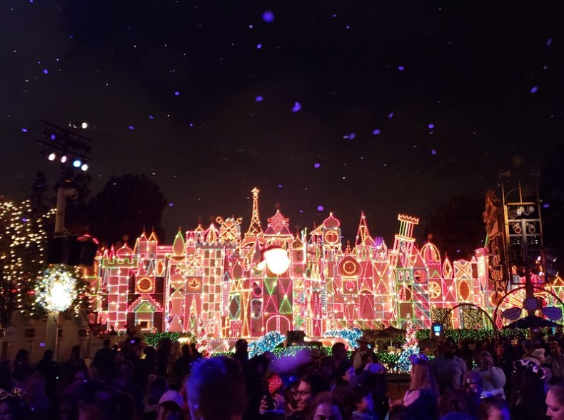 'it's a small world' Holiday getting some scents put into it for 2019 #DisneyHolidays