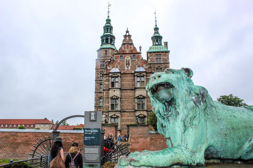 copenhagen solo travel tip: arrive at rosenborg castle early to avoid lines