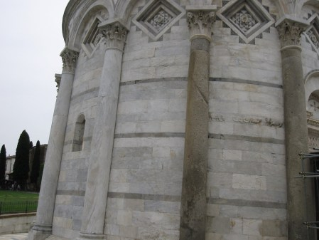 leaning tower of pisa columns