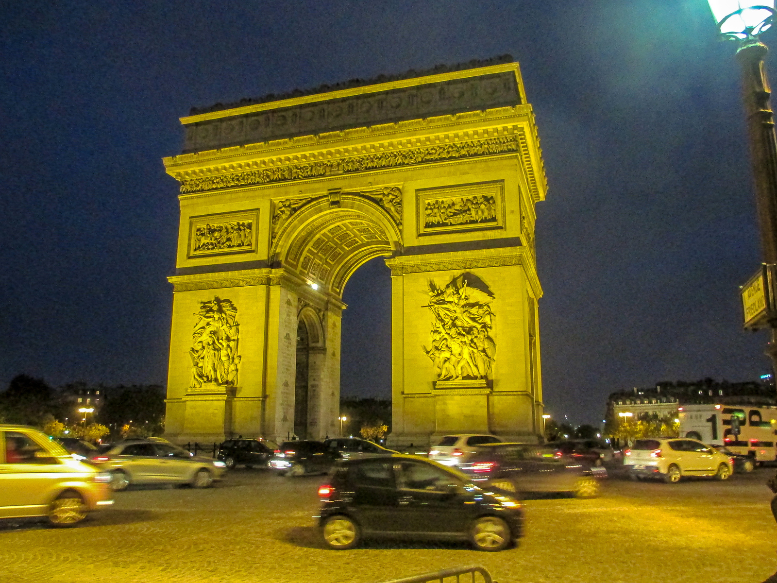 two days in paris itinerary should include climbing arc de triomphe
