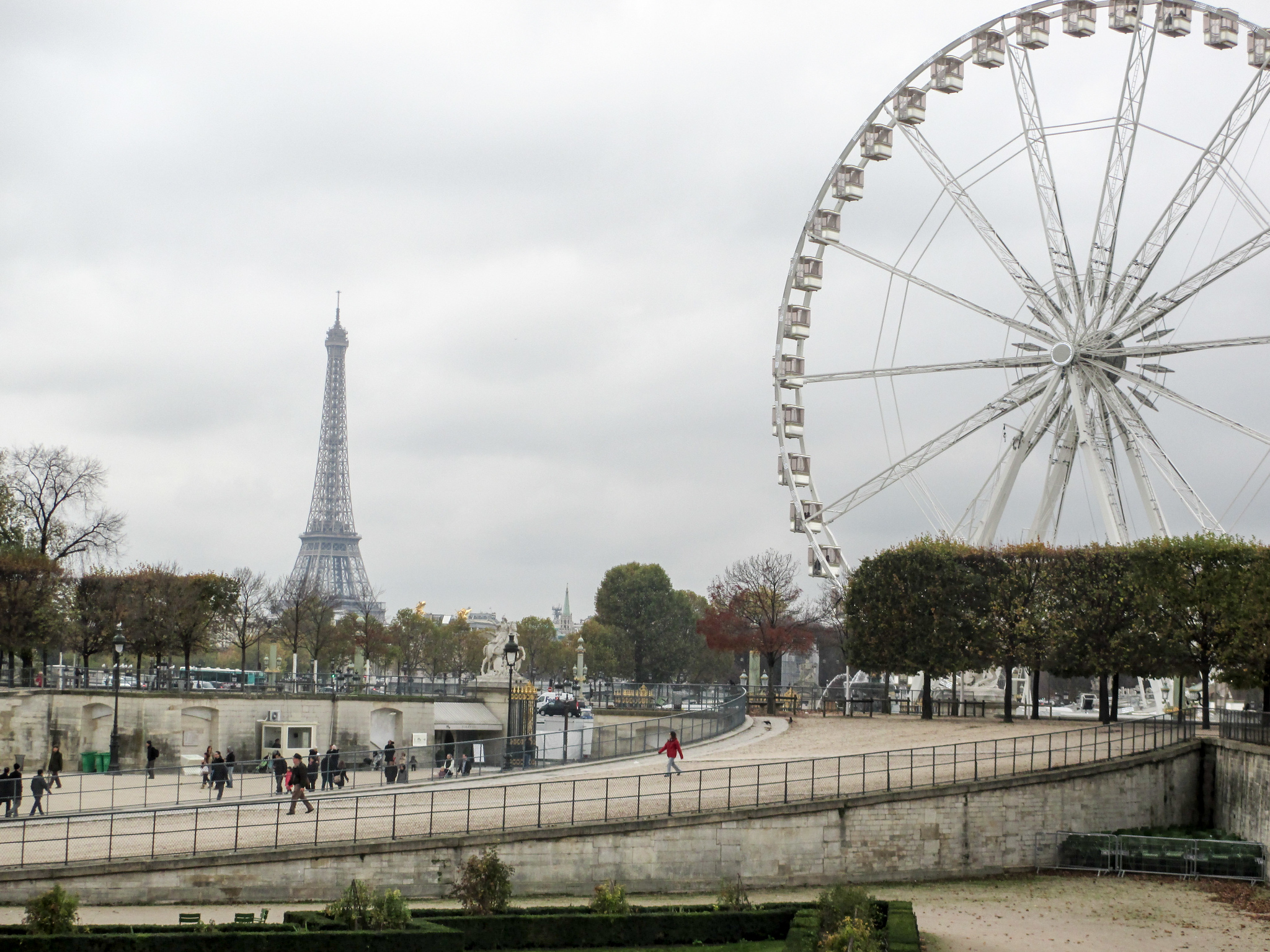 traveling to find yourself in big cities like paris has pros and cons
