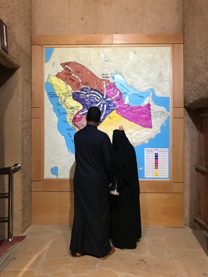沙特阿拉伯的游客……
