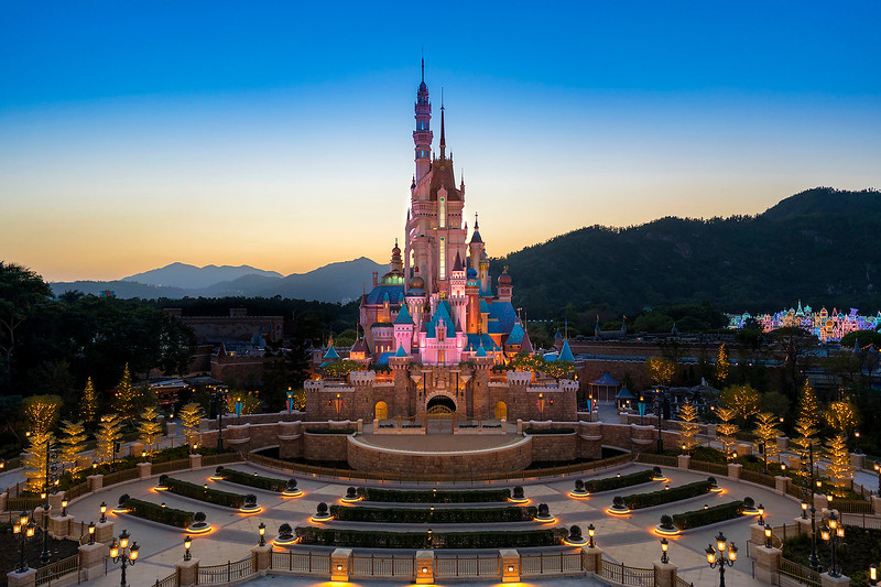 hong kong disneyland castle of magical dreams exterior (9)