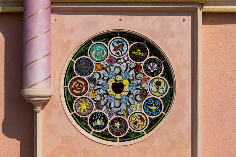 hong kong disneyland castle of magical dreams tower details (7)