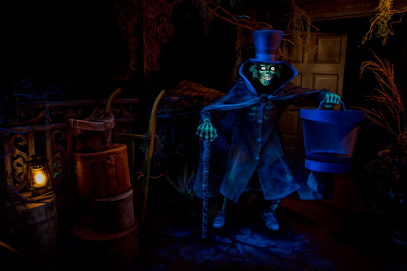 Haunted Mansion at Disneyland Park – Hatbox Ghost