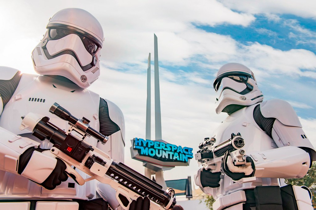 HYPERSPACE MOUNTAIN returning to Disneyland… and, no, NOT with a Rockin' layover!