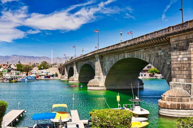 London Bridge ove Kavasu Lake, Arizona