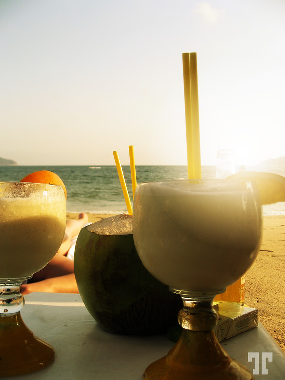Refreshing drinks on Acapulco beaches