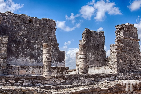 Mayan structure with columns in Tulum