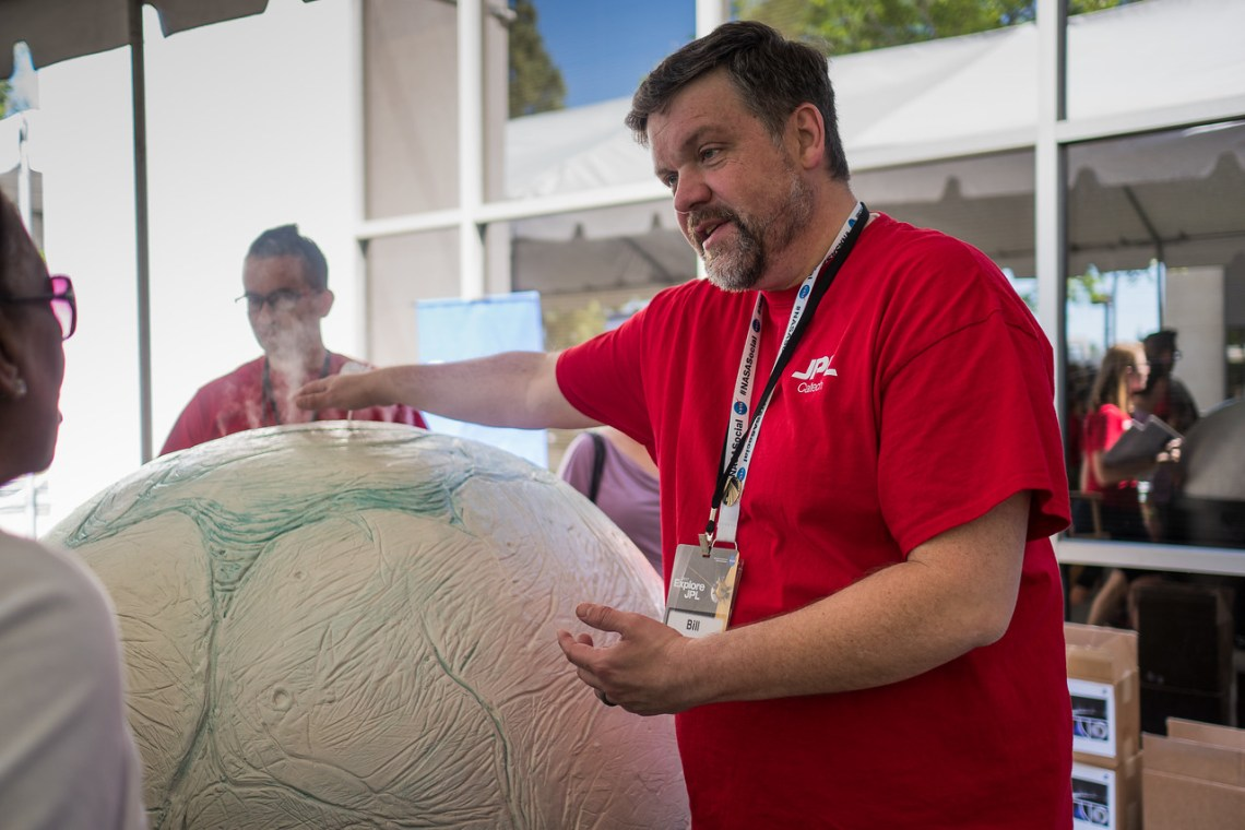 A JPL employee demonstrates how Cassini discovered plumes at the polar region of Enceladus