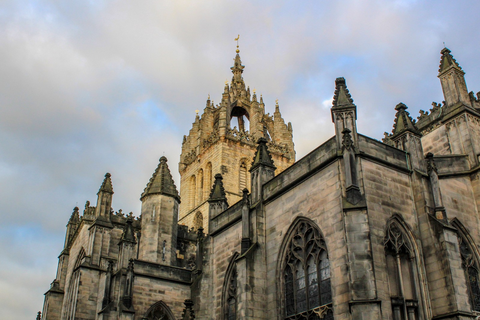 visit the cathedral with an edinburgh city break