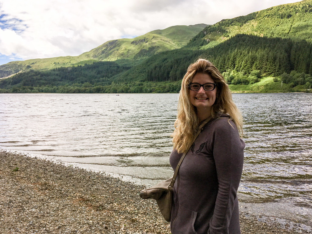 Smile and lose anxiety about traveling alone