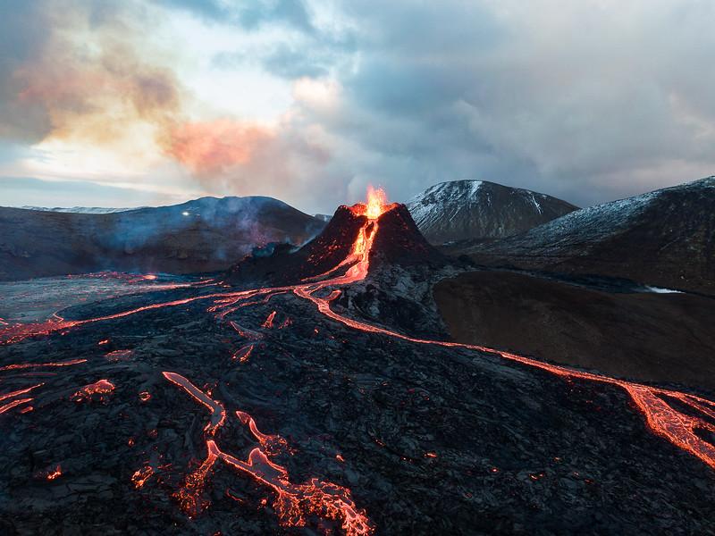 Fotografía de Chris Burkard de un volcán.
