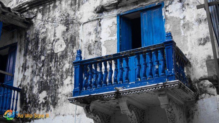 The contrast of colors, age and beauty all captured in one place, Cartagena.