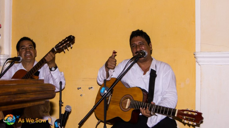 Many restaurants have local entertainment for their guests in Cartagena.