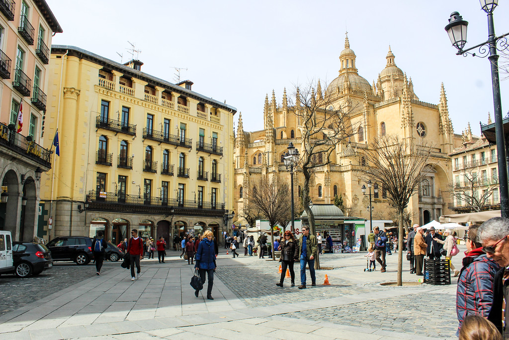 explore the main square with one day in segovia