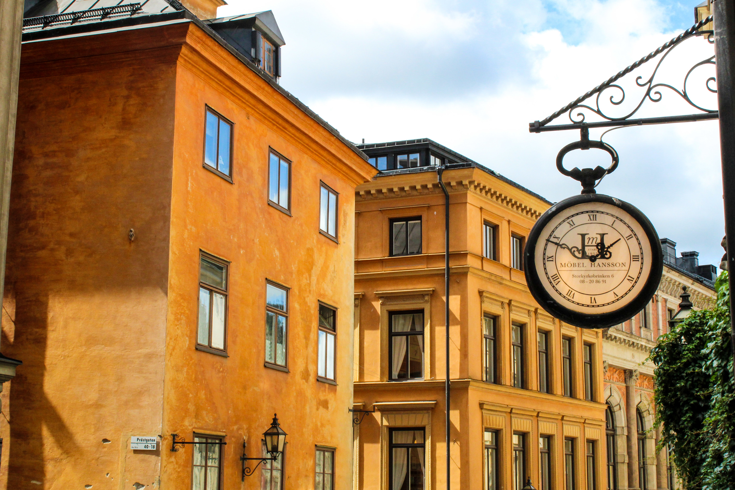 stockholm 1 day itinerary: take lots of photos in the old town