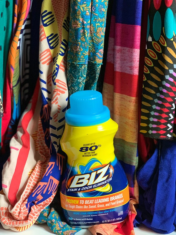 #AD Introducing our latest laundry superhero - Biz Stain & Odor Eliminator - because different stains require different ingredients.