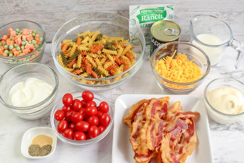 pasta salad ingredients with bacon